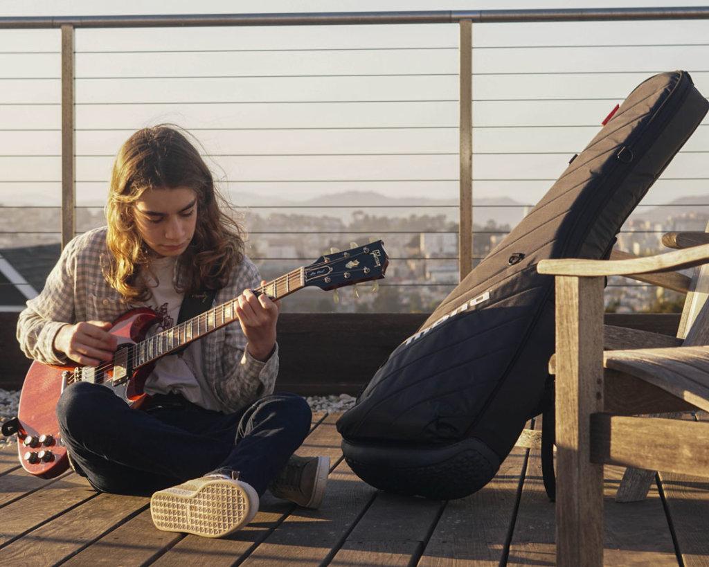Asher Belsky Gibson guitarist MONO Vertigo case