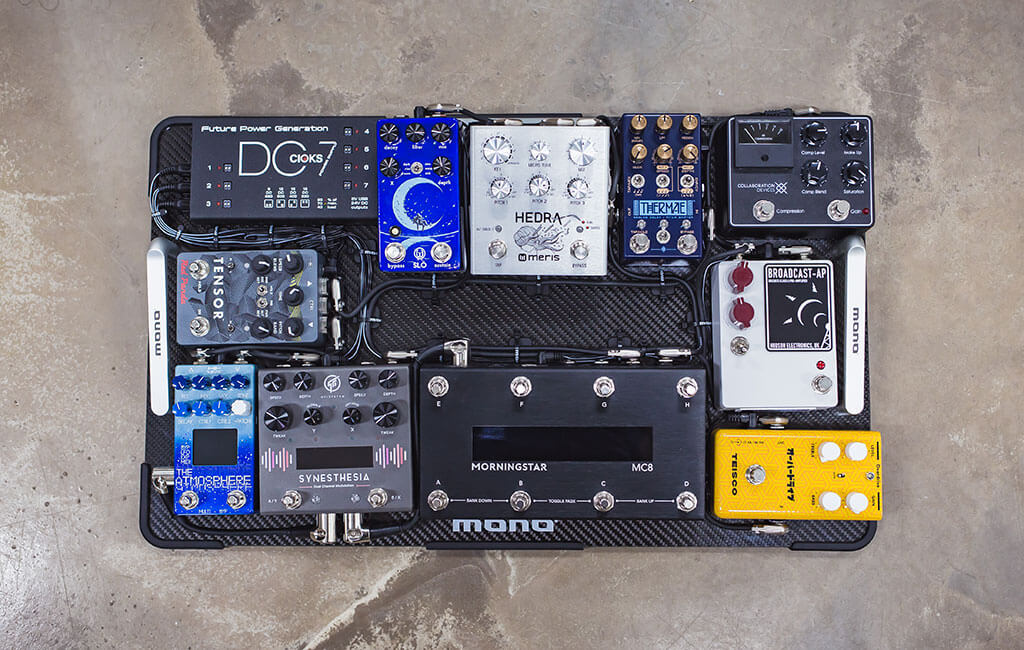 MONO Pedalboard Carbon with pedals