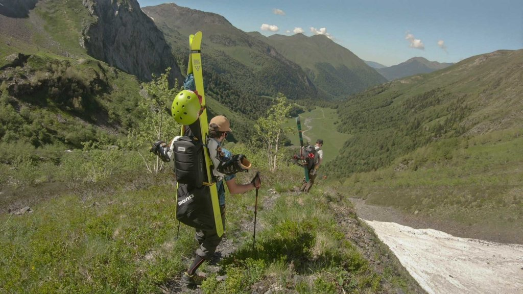 Hiking down the mountain with Jordi Mestre and MONO Vertigo