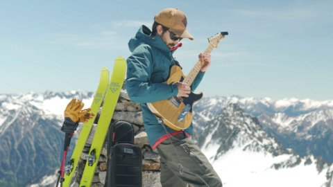 Jordi Mestre and the MONO Vertigo at the mountain peak